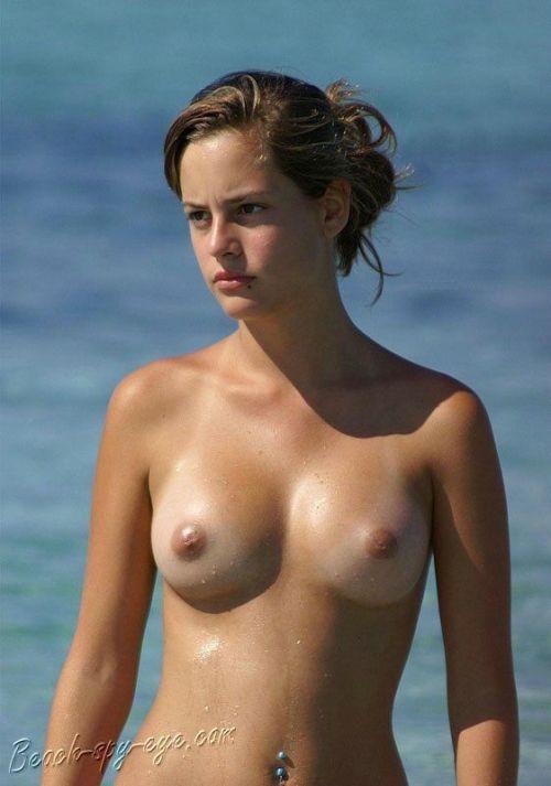 【海外】ヌーディストビーチで柔らかそうなおっぱいを盗撮したエロ画像 35枚 No.28