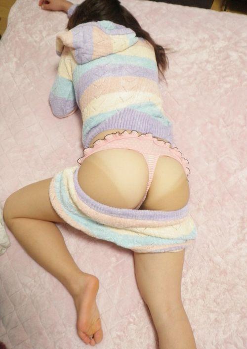 【画像】寝てる女の子がTバック丸出しだったので盗撮した結果www 31枚 No.4