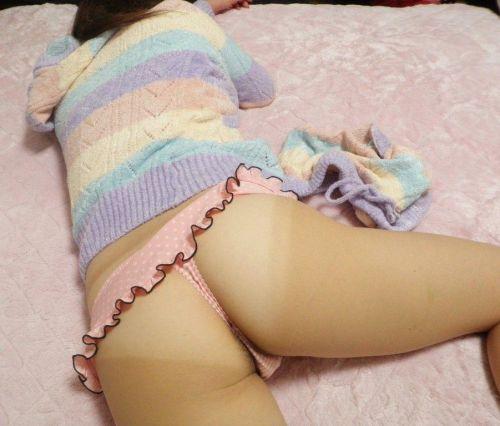 【画像】寝てる女の子がTバック丸出しだったので盗撮した結果www 31枚 No.18