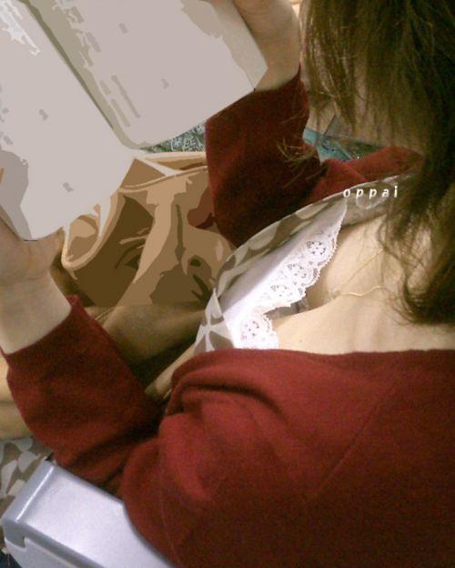 【盗撮画像】電車内で素人女性の胸チラがめちゃくちゃエロいんだがww 35枚 No.9