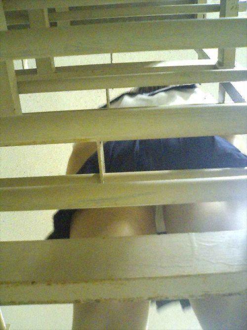 JKパンチラを逆さ撮りで超絶接写した盗撮エロ画像 36枚 No.25