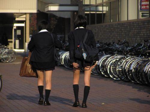 通学中のJKの美脚を盗撮したエロ画像下さい! 40枚 No.1