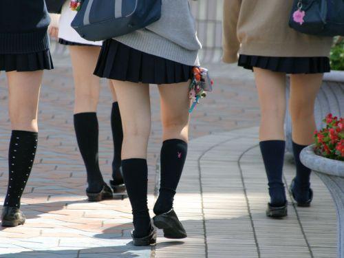 通学中のJKの美脚を盗撮したエロ画像下さい! 40枚 No.4