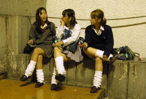 通学中のJKの美脚を盗撮したエロ画像下さい! 40枚 No.9