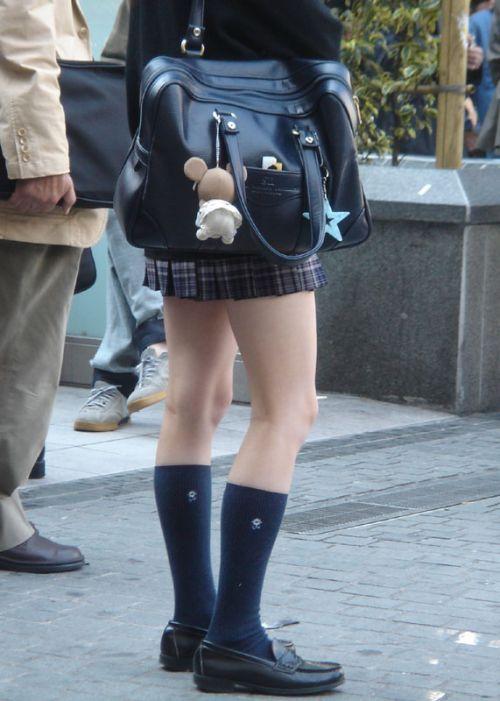 通学中のJKの美脚を盗撮したエロ画像下さい! 40枚 No.12