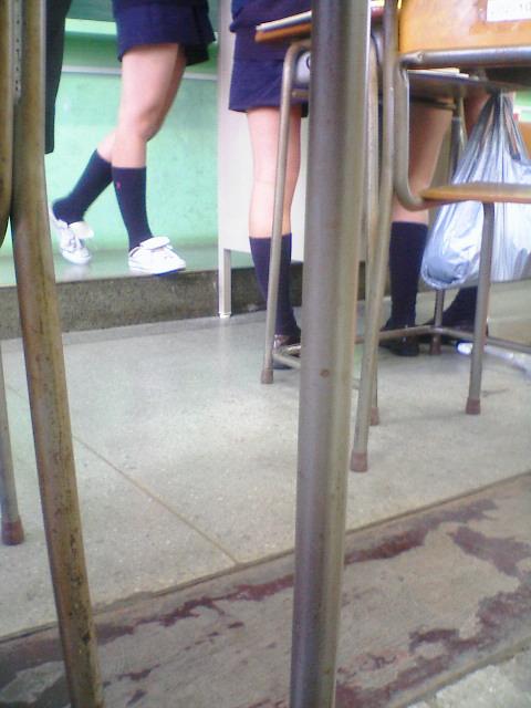 通学中のJKの美脚を盗撮したエロ画像下さい! 40枚 No.17