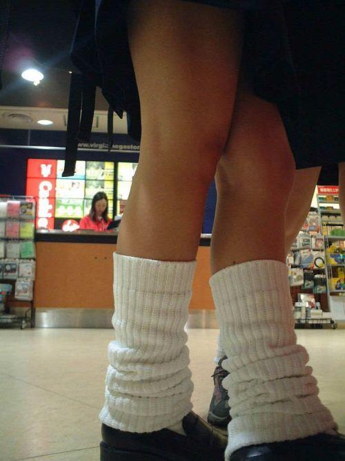 通学中のJKの美脚を盗撮したエロ画像下さい! 40枚 No.22