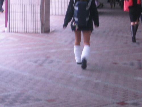通学中のJKの美脚を盗撮したエロ画像下さい! 40枚 No.27