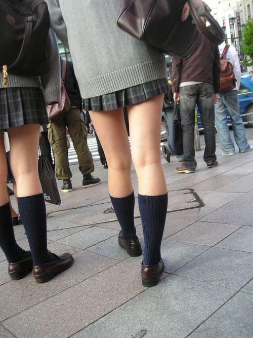 通学中のJKの美脚を盗撮したエロ画像下さい! 40枚 No.33