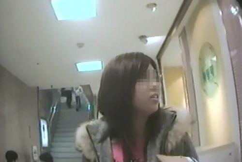 【激写盗撮画像】ギャルや綺麗なお姉さんのパンチラを逆さ撮りしたったwww 40枚 No.7