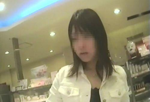 【激写盗撮画像】ギャルや綺麗なお姉さんのパンチラを逆さ撮りしたったwww 40枚 No.16