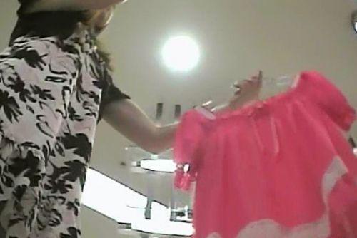 【激写盗撮画像】ギャルや綺麗なお姉さんのパンチラを逆さ撮りしたったwww 40枚 No.29