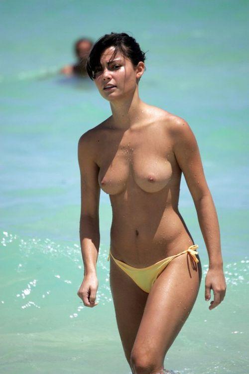 全裸の巨乳外国人だけを厳選したヌーディストビーチの盗撮画像 37枚 No.2
