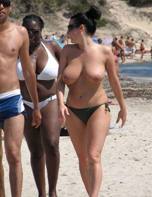 全裸の巨乳外国人だけを厳選したヌーディストビーチの盗撮画像 37枚 No.4
