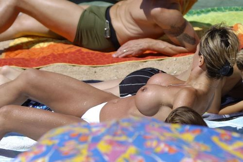 全裸の巨乳外国人だけを厳選したヌーディストビーチの盗撮画像 37枚 No.14