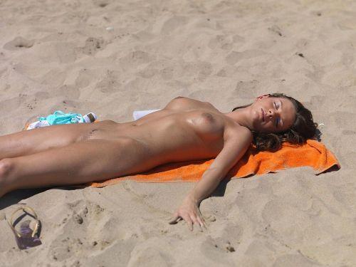 全裸の巨乳外国人だけを厳選したヌーディストビーチの盗撮画像 37枚 No.21