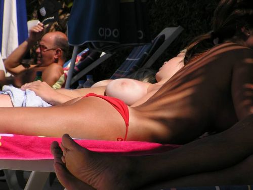 全裸の巨乳外国人だけを厳選したヌーディストビーチの盗撮画像 37枚 No.31