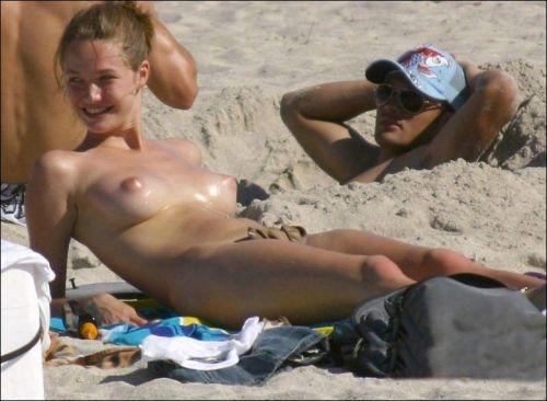 全裸の巨乳外国人だけを厳選したヌーディストビーチの盗撮画像 37枚 No.33