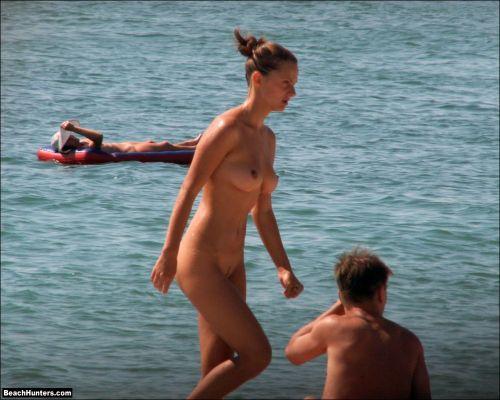 全裸の巨乳外国人だけを厳選したヌーディストビーチの盗撮画像 37枚 No.35