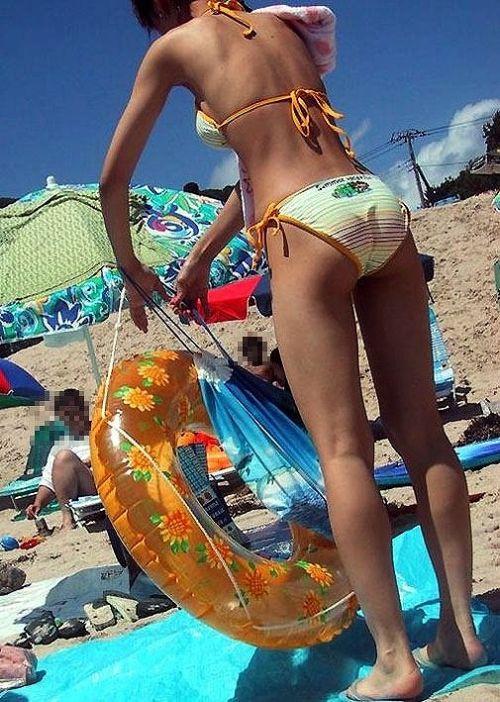 エロ過ぎるお尻がビーチにいることでさらにエロく感じる盗撮画像 35枚 No.22