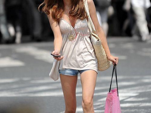 ノースリーブ姿で街を歩いてるお姉さんの胸チラ盗撮画像 38枚 No.2