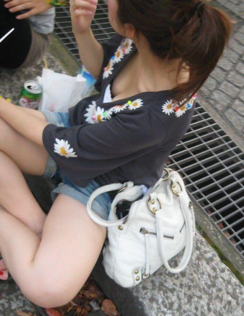 ノースリーブ姿で街を歩いてるお姉さんの胸チラ盗撮画像 38枚 No.11