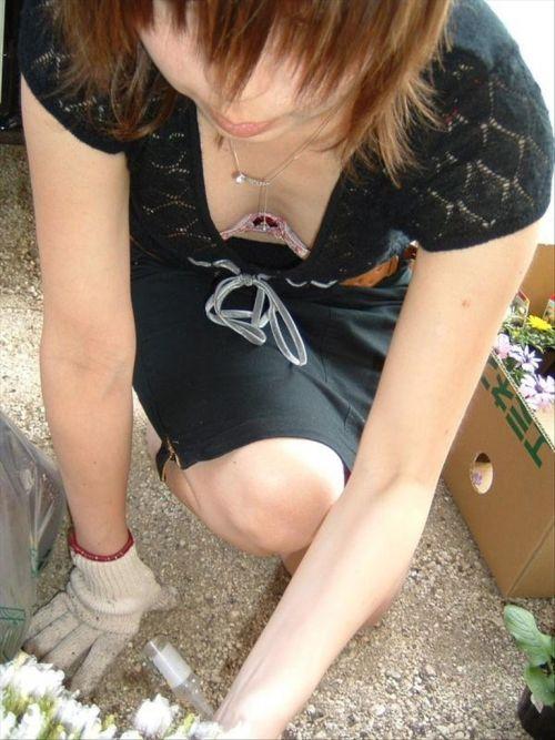 ノースリーブ姿で街を歩いてるお姉さんの胸チラ盗撮画像 38枚 No.18