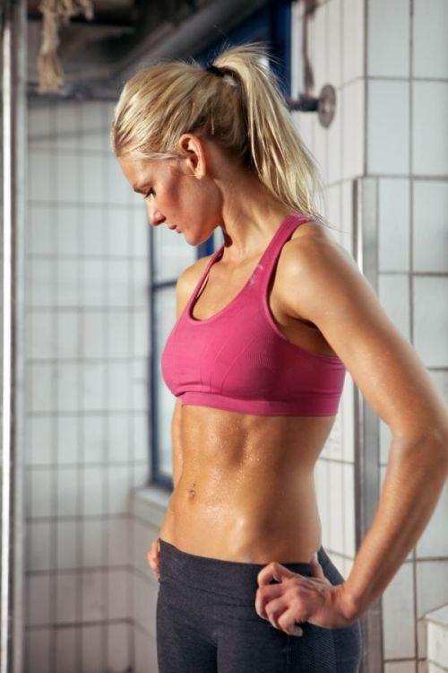 ガッチリ割れた美しい腹筋を持った外人女性のエロ画像 33枚 No.4