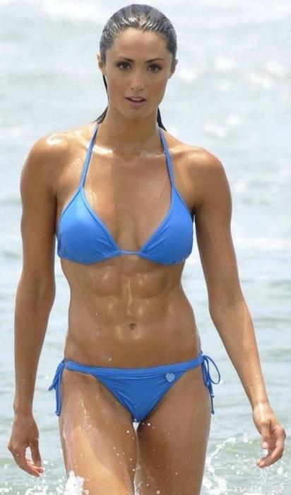 ガッチリ割れた美しい腹筋を持った外人女性のエロ画像 33枚 No.10