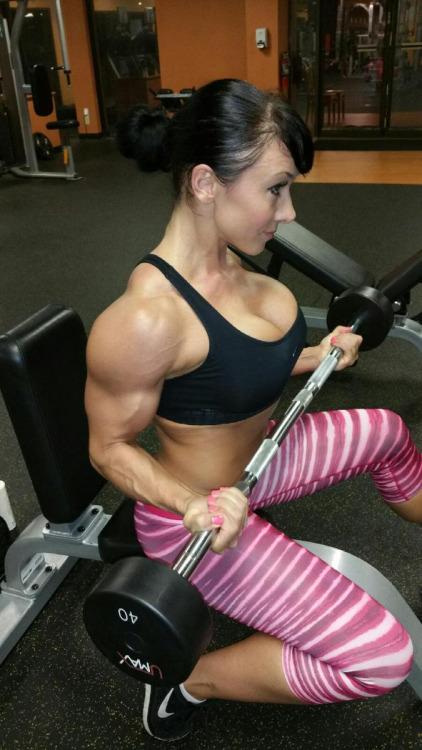 ガッチリ割れた美しい腹筋を持った外人女性のエロ画像 33枚 No.21