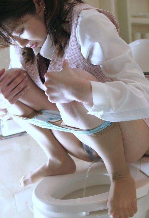 洋式トイレで服を脱いで用を足す女の子の画像エロ過ぎシコった! 44枚 No.21