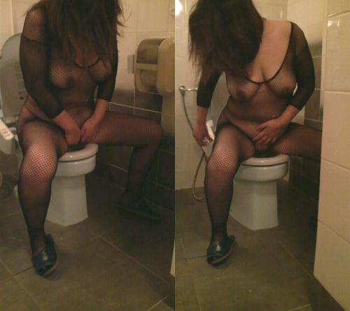 洋式トイレで服を脱いで用を足す女の子の画像エロ過ぎシコった! 44枚 No.31