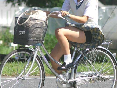 【盗撮】朝から爽やかにパンチラしちゃうJKの自転車通学画像 43枚 No.1