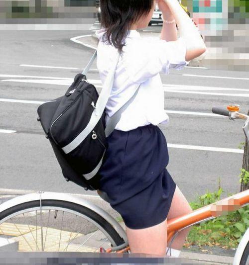【盗撮】朝から爽やかにパンチラしちゃうJKの自転車通学画像 43枚 No.2