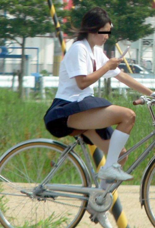 【盗撮】朝から爽やかにパンチラしちゃうJKの自転車通学画像 43枚 No.3
