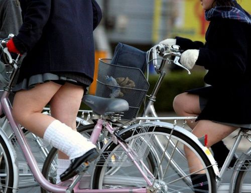 【盗撮】朝から爽やかにパンチラしちゃうJKの自転車通学画像 43枚 No.5