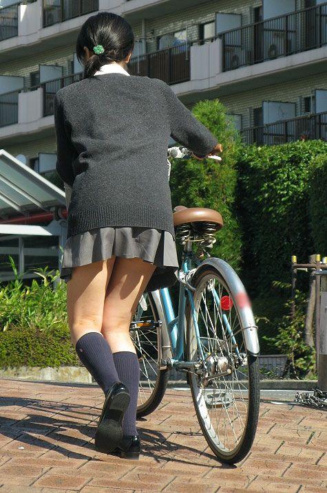 【盗撮】朝から爽やかにパンチラしちゃうJKの自転車通学画像 43枚 No.7
