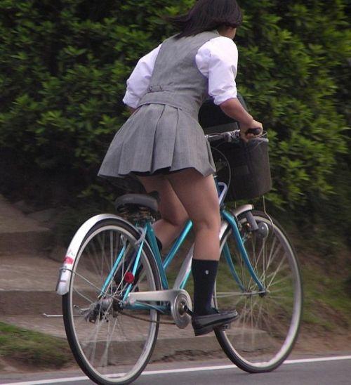 【盗撮】朝から爽やかにパンチラしちゃうJKの自転車通学画像 43枚 No.9