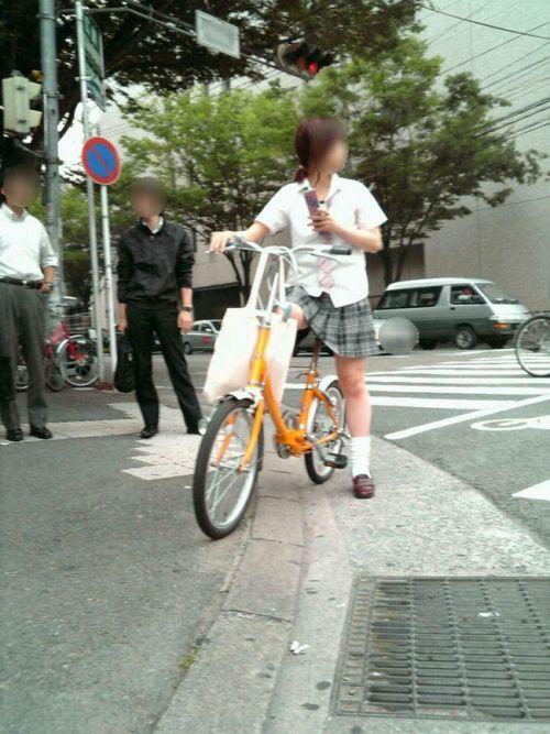 【盗撮】朝から爽やかにパンチラしちゃうJKの自転車通学画像 43枚 No.10
