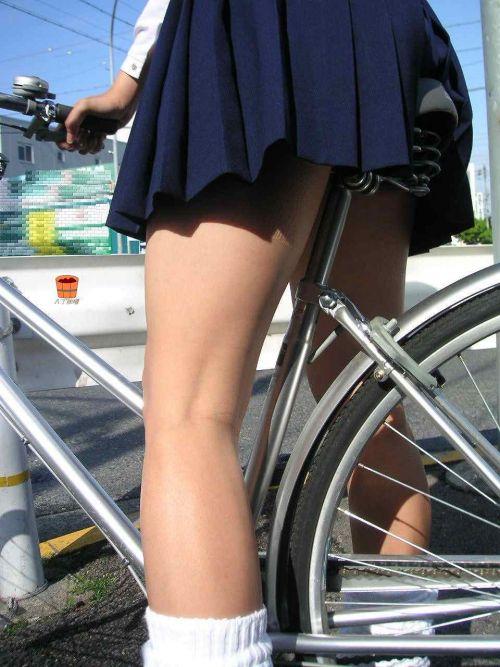 【盗撮】朝から爽やかにパンチラしちゃうJKの自転車通学画像 43枚 No.13