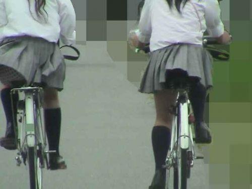 【盗撮】朝から爽やかにパンチラしちゃうJKの自転車通学画像 43枚 No.19