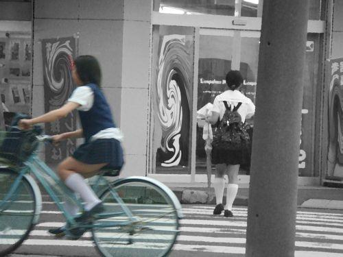 【盗撮】朝から爽やかにパンチラしちゃうJKの自転車通学画像 43枚 No.20