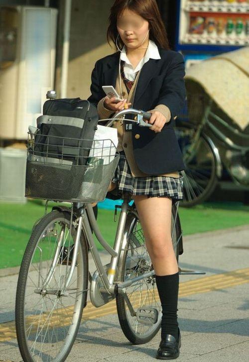 【盗撮】朝から爽やかにパンチラしちゃうJKの自転車通学画像 43枚 No.24