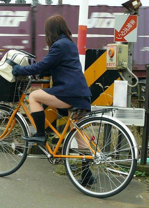 【盗撮】朝から爽やかにパンチラしちゃうJKの自転車通学画像 43枚 No.26