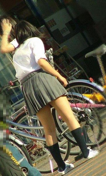 【盗撮】朝から爽やかにパンチラしちゃうJKの自転車通学画像 43枚 No.28