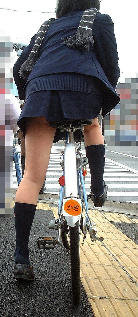 【盗撮】朝から爽やかにパンチラしちゃうJKの自転車通学画像 43枚 No.30