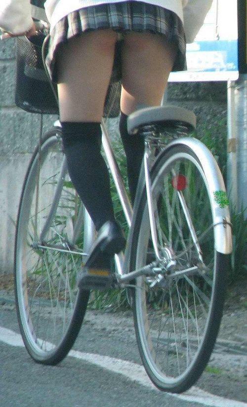 【盗撮】朝から爽やかにパンチラしちゃうJKの自転車通学画像 43枚 No.33