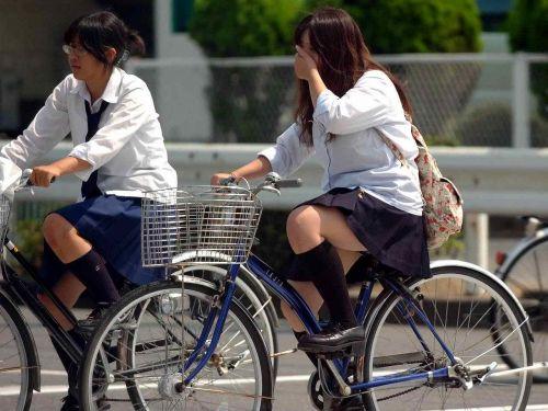 【盗撮】朝から爽やかにパンチラしちゃうJKの自転車通学画像 43枚 No.36