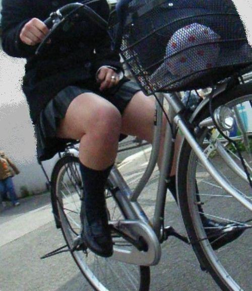 【盗撮】朝から爽やかにパンチラしちゃうJKの自転車通学画像 43枚 No.39