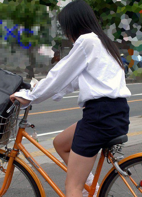 【盗撮】朝から爽やかにパンチラしちゃうJKの自転車通学画像 43枚 No.40